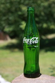 Coca Cola 10 oz ACL Soda Bottle 7 Up GREEN Pittston Pa - this was a Test Bottle and never went into production. There may be fewer than 50 worldwide. Coca Cola Ad, Always Coca Cola, World Of Coca Cola, Coca Cola Bottles, Pop Bottles, Pepsi, Coke Cans, Glass Bottle, Vintage Pyrex
