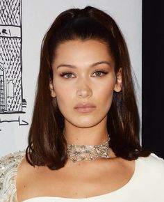 Bella Hadid wears a diamond choker necklace at the Bvlgari flagship store opening in NY. Diamond Choker Necklace, Diamond Bracelets, Choker Necklaces, Diamond Jewelry, Pineapple Necklace, Bella Hadid Style, Sterling Necklaces, Chokers, Geek Jewelry
