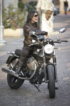 Moto Guzzi sesion photo model motorcycle girl
