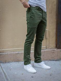 Super how to wear green pants men shoes ideas Green Pants Men, Green Pants Outfit, Dark Green Pants, Khaki Pants, Green Jeans Mens, Green Chinos Men, Casual Pants, Olive Chinos, Olive Pants