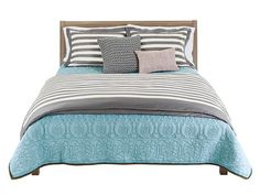 22 Layered Bedding Looks from HGTV Magazine (December 2012) http://www.hgtv.com/bedrooms/clever-bedding-ideas/pictures/page-20.html?soc=pinterest