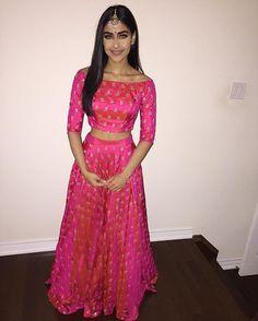 Simple and elegant lengha design Pakistani Wedding Dresses, Indian Wedding Outfits, Pakistani Outfits, Indian Dresses, Indian Outfits, Wedding Lehnga, Indian Attire, Indian Ethnic Wear, Ethnic Fashion