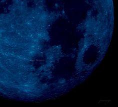 Blue Moon...  Definice: 1) druhý ze dvou úplňku v jednom kalendářním měsíci nebo 2) třetí ze čtyř úplňků v jedné sezóně (sezóna = období mezi slunovratem a rovnodenností nebo naopak).