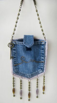 Denim designer purse, pocket bag with chain buckle. Boho Set - recycled jeans handbag - Denim designer purse, pocket bag with chain buckle. Diy Kleidung Upcycling, Blue Jean Purses, Pink Purses, Small Purses, Fabric Purses, Fabric Bags, Denim Crafts, Upcycled Crafts, Jean Crafts