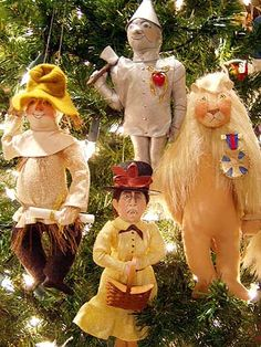Gladys Boalt ornaments look great on a tree.  Gladys was one of the crafters chosen to have her ornaments on the White House Christmas tree.