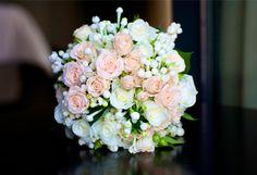 Ramo nupcial  El ramo fue un regalo de su amigo Christian, de la floristería Bourguignon Floristas.