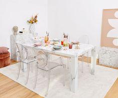 Kľúč k výnimočnému interiéru? Vyhrajte sa s materiálmi | DOMA.SK Decoration Design, Modern, Dining Table, Furniture, Home Decor, Products, Home Decor Ideas, Wall Art, Cozy Bedroom
