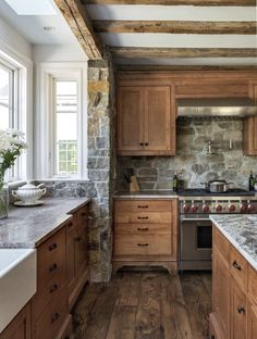 9 Earthy Kitchen Ideas to Warm Your Heart. Rustic Earthy Kitchen with Farmhouse Style. Here's a collection of earthy kitchen ideas for you to enjoy and to celebrate all of you who are cooking Thanksgiving dinner this week! Earthy Kitchen, Rustic Kitchen Design, Home Decor Kitchen, New Kitchen, Kitchen Wood, Decorating Kitchen, Awesome Kitchen, Decorating Ideas, Decor Ideas