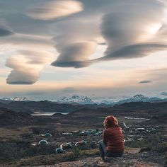 Did you know that Patagonia is one of those places that hosts some of the most unusual natural cloud formations in the world? Just like this one above an eco camp captured by @sashajuliard #discoverearth #