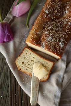 This almond flour bread may be the best low carb bread recipe yet! This is so good to eat with some butter on Easy gluten free/flour free bread recipe If you are on a gluten-free diet then I'm sure you … Best Low Carb Bread, Lowest Carb Bread Recipe, Low Carb Keto, Gluten Free Recipes, Low Carb Recipes, Diet Recipes, Cooking Recipes, Diet Meals, Recipies