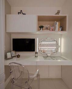 Penteadeira super charmosa que também é usada para estudo.  Amei! @pontodecor  Projeto Ximene Villar  www.homeidea.com.br Me encontre também:  Face: /homeidea | Pinterest: Home Idea #pontodecor #maisdecor #bloghomeidea #olioliteam #arquitetura #ambiente #archdecor #homeidea #archdesign #hi  #tbt #home #homedecor #pontodecor #homedesign #photooftheday #love #interiordesign #interiores  #cute #picoftheday #decoration #world  #lovedecor #architecture #archlovers #inspiration #project