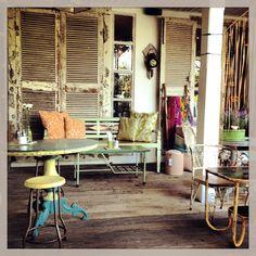 Bungalow cafe and shop - Canggu Bali