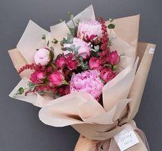 Gift Bouquet, Hand Bouquet, How To Wrap Flowers, Beautiful Flowers, Flower Tea, Flower Pots, Anniversary Flowers, Flower Boutique, Floral Bouquets