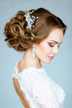 Timeless Wedding Hairstyles For Medium Length Hair ❤ See more: http://www.weddingforward.com/wedding-hairstyles-length-medium-hair/ #weddings