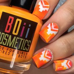 Creative tetris nail designs with Aztec Nail Vinyls; Straight Single Chevron on one edge, Aztec shape on the other-Outsides can be used as Aztec Nail Stencils. Chevron Nail Designs, Chevron Nails, Nail Art Designs, Fingernail Designs, Nail Polish Trends, Nail Trends, Motifs Aztèques, Nailart, Crazy Nail Art