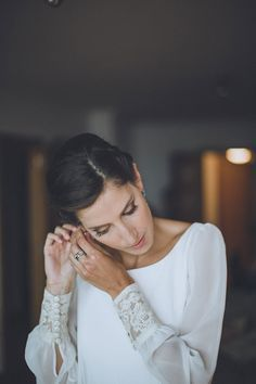 La boda de Teresa y Jorge Bohemian Bride, Bohemian Wedding Dresses, Bridal Wedding Dresses, Bridal Style, Wedding Dresses With Straps, Long Sleeve Wedding, Wedding Styles, Marie, Wedding Hairstyles