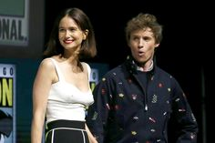 Katherine Waterston and Eddie Redmayne Eddie Redmayne Fantastic Beasts, Harry Potter Images, Crimes Of Grindelwald, Hufflepuff Pride, Fantastic Beasts And Where, Weird Creatures, Best Actor, Movies Showing, Good Movies