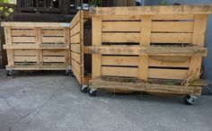 Living Pallet Garden Gate, Free-standing On Casters With Hinges