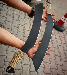 Fantasy Katana, Fantasy Weapons, Zombie Weapons, Self Defense Weapons, Swords And Daggers, Knives And Swords, Homemade Weapons, Viking Life, Knife Making