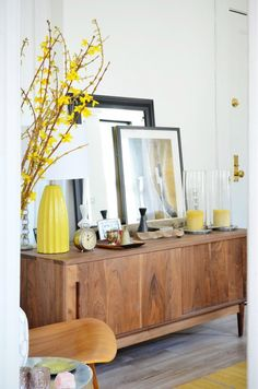 Small Apartment Tour in NYC's West Village Apartment Therapy Home Living Room, Living Room Decor, Spring Home Decor, Spring Decorations, Table Decorations, Small Apartments, Small Spaces, Home Interior, Yellow Interior