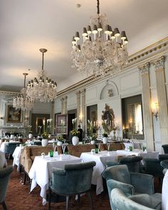 A beautiful setting @clivedenhouse for lunch today with some clients who over the years have become firm friends 💕 #clivedon #interiordesigner #chandelier #beautifulinterior