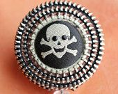 Love Me Some Skull And Crossbones Vintage Zipper Retractable ID Badge Reel.  I want to make this!!!!