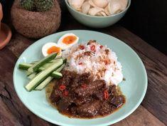 Daging Smoor (Indisch stoofvlees in ketjap) - Familie over de kook Quesadillas, Cooking Recipes, Healthy Recipes, Meat Lovers, Indonesian Food, Crockpot, Slow Cooker, Beef, Dishes