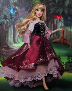 """I wonder, I wonder. I wonder why each little bird has someone"" 🌹😊 She's FINALLY here ! Like despite this doll and the platinum set… Disney Collector Dolls, Disney Barbie Dolls, Disney Princess Dolls, Princess Aurora, Rapunzel Barbie, Disney Nerd, Baby Disney, Disney Nursery, Disney Figurines"