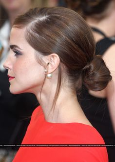Emma Watson adopte un chignon à Beverly Hills lors des Golden Globes 2014 Bun Hairstyles, Pretty Hairstyles, Wedding Hairstyles, Wedding Hair And Makeup, Bridal Hair, Hair Makeup, Pelo Formal, Hair Dos, New Hair