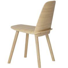 Achterkant van Muuto Nerd chair oak www.emma-b.nl/meubelen/meubelen-stoelen/nerd-chair-oak