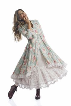 Lovely mori kei or boho style dress, a little bit reminiscent of Gunne Sax dresses and prairie dresses but with more of a woodsy mori look. Boho Outfits, Pretty Outfits, Pretty Dresses, Beautiful Outfits, Dress Outfits, Fashion Outfits, Shabby Chic Outfits, Shabby Chic Dress, Boho Fashion