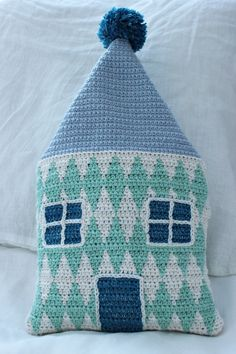 Wondering and pondering with a new pattern, part 1. Hilja Design