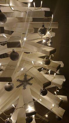 #jul #juletre #christmastree #christmas Christmas Tree, Table Decorations, Furniture, Home Decor, Teal Christmas Tree, Decoration Home, Room Decor, Xmas Trees, Home Furnishings