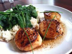 Sea Scallops with Pan Sauce (and cous cous with spinach) New Recipes, Favorite Recipes, Sea Scallops, Couscous, Entrees, Spinach, Main Dishes, Seafood, Meals