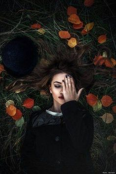 The Empty Veil - Just Pinned to SaffronShadowalker: Just Pinned to. Halloween Photography, Fantasy Photography, Girl Photography Poses, Autumn Photography, Creative Photography, Portrait Sombre, Dark Portrait, Female Portrait, Photographie D' Halloween