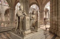 * Memorial a Louis XVI e Marie-Antoinette * (Basílica de Saint-Denis).