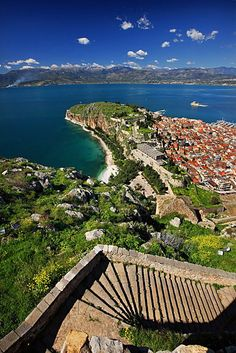 The 999 stairs of Palamidi Castle, Nafplio, Argolis, Greece ✯ ωнιмѕу ѕαη∂у Greece Destinations, Places In Greece, Oh The Places You'll Go, Places To Travel, Places To Visit, Santorini, Myconos, Greece Holiday, Greece Islands