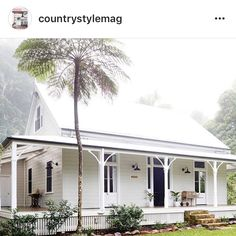 A storybook cottage wants a palette of earthy tones as creams, browns, rusts and other colors that tie the house to the ground. Whether introduced in the landscaping or as accents in the architecture, these colors keep the house from… Continue Reading → Beach Cottage Style, Beach House Decor, Style At Home, White Beach Houses, Weatherboard House, Queenslander, White Cottage, Southern Cottage, Coastal Cottage