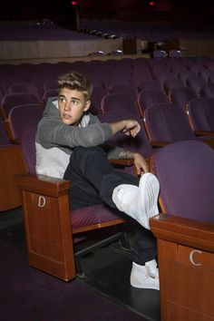 Justin Bieber Posters, I Love Justin Bieber, Ontario, Go And Love Yourself, Justin Bieber Wallpaper, Pose, Dylan Sprouse, Adidas Neo, First Love