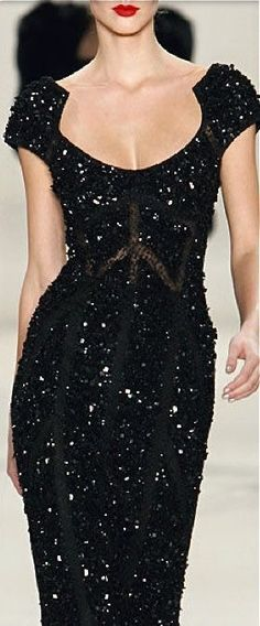 Ideas for fashion black dress glamour neckline Style Haute Couture, Couture Fashion, Runway Fashion, Dress Fashion, Street Fashion, Fashion Black, Fashion Fashion, Fashion News, Fashion Women