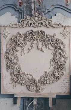 French décor panel with Christmas floral wreath ornaments Shabby Chic Pink, Shabby Vintage, Vintage French Decor, Orchard Design, Plaster Crafts, Egg Carton Crafts, Iron Orchid Designs, Ornament Tutorial, Decoupage Vintage