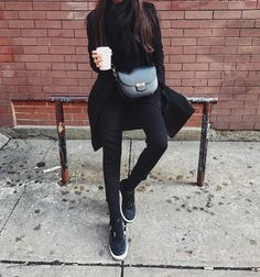"Páči sa mi to: 1,341, komentáre: 4 – Camelia Roma Official (@camelia_roma) na Instagrame: ""Loving how @linhniller styled our crossbody bag in black❤Get on at cameliaroma.com #cameliaroma"""