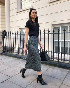 Simple and smart Long Skirt Outfits For Summer, Winter Skirt Outfit, Classy Outfits, Trendy Outfits, Cute Outfits, Modest Fashion, Fashion Outfits, Womens Fashion, Cute Skirts