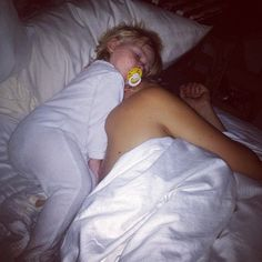 Lux sleeping on Louis I JUST DIED ♥ (P.S. HE'S SHIRTLESS YOU'RE WELCOME!) OMG too cute