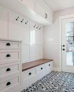 Smart Mudroom Ideas to Enhance Your Home house&; Smart Mudroom Ideas to Enhance Your Home house&; Sonnen Kind einsplusdreisan Flur Smart Mudroom Ideas to Enhance Your […] room layout with entry Mudroom Laundry Room, Laundry Room Design, Mud Room Lockers, Bathroom Closet, Mudrooms With Laundry, Mud Room In Garage, Closet To Mudroom, Mudroom Cubbies, Entry Closet
