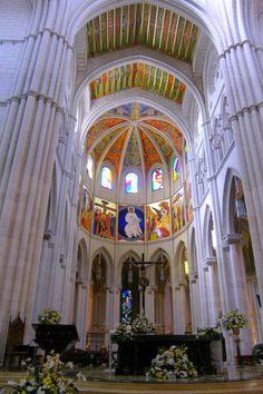 Catedral de Santa María la Real de La Almudena, Madrid, Spain