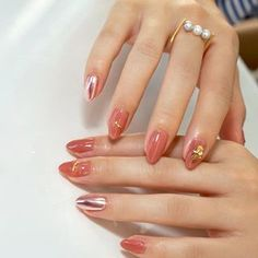 34 images about Nails💅🏻 on We Heart It Best Vegan Skin Care, Straight Hairstyles, Cool Hairstyles, Minimalist Nails, Perfect Curls, Nail Inspo, How To Look Pretty, Dyed Hair, Eyeliner