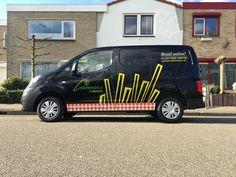 AUTO ONTWERP | Het ontwerp is werkelijkheid geworden! Wat vinden de Lammers fans er van??? Smakelijk busje geworden toch ;-)   Met dank aan Cafetaria Lammers voor de super vette opdracht en  Trim-Line Zeeland voor de prachtige realisatie.   #auto #belettering #ontwerp #zeeland #vlissingen #middelburg