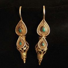 Gilded, turquoises, Afghanistan Description These earrings are uge and not wearable by most western ladies except if they are used to :the design is remarquable and the turquoises probably are from Iran where you can find the most wonderfull one Weight:2x19g Height: :3,93inch