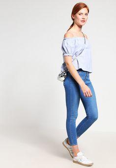 ¡Cómpralo ya!. Missguided Blusa blue. Missguided Blusa blue Ofertas   | Material exterior: 100% algodón | Ofertas ¡Haz tu pedido   y disfruta de gastos de enví-o gratuitos! , blusas, blusa, blusón, blusones, blouses, blouse, smock, blouson, peasanttop, blusen, blusas, chemisiers, bluse. Blusas  de mujer color azul claro de Missguided.